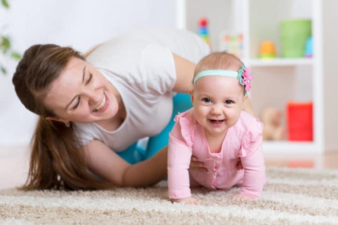 lær baby at kravle