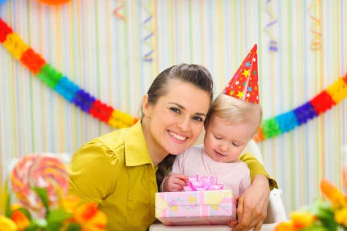 Mor og bar fejrer 1 års fødselsdag